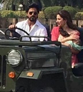 mahira-khan-with-shah-rukh-khan